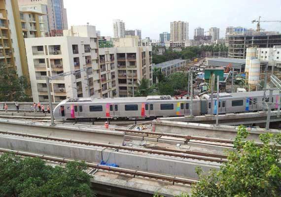 mumbai metro notches 7.6 mn commuters in three weeks