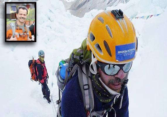 mumbai doctor murad lala climbs mt everest summit