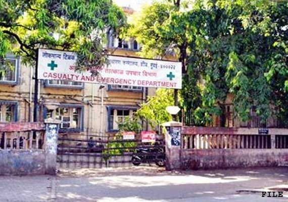 mumbai 47 doctors suffer food poisoning at government run
