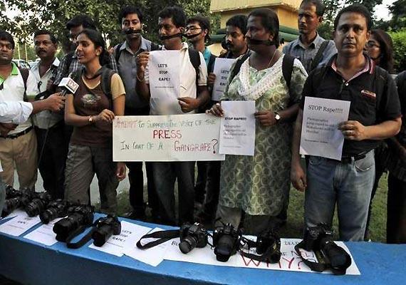 mumbai women journalists meet governor demand security