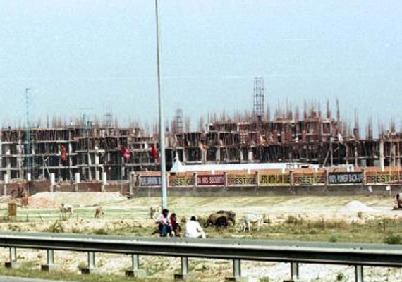 noida extension flat buyers to move court