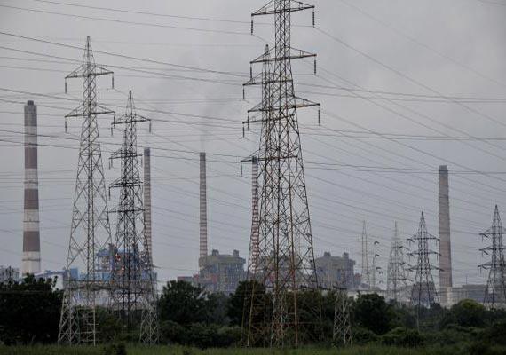 outages despite surplus power delhi govt pulls up discoms