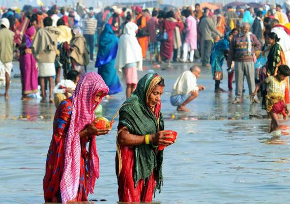 over 8 lakh pilgrims take holy dip at gangasagar mela