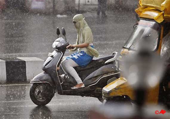 rains lash ncr for second consecutive day