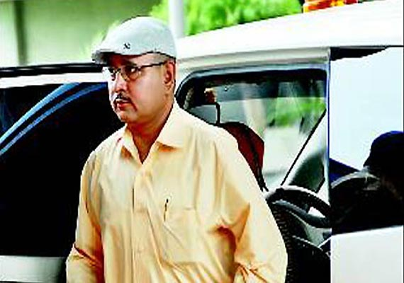 sc directs absconder gujarat adg pandey to appear before