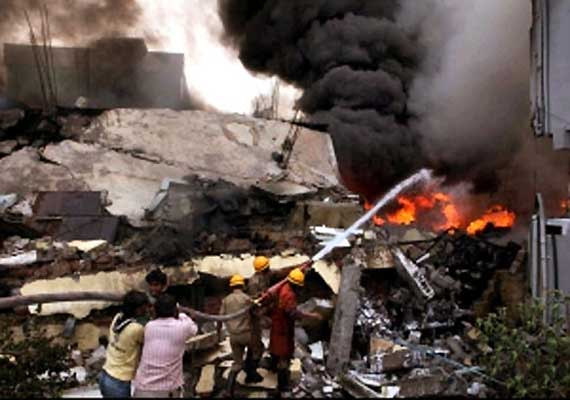 six labourers die in bangalore godown fire
