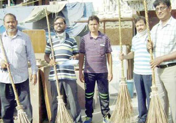 social servers kick start cleaning drive in jamia nagar