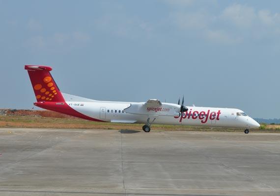 spicejet flight grounded after landing gear snag