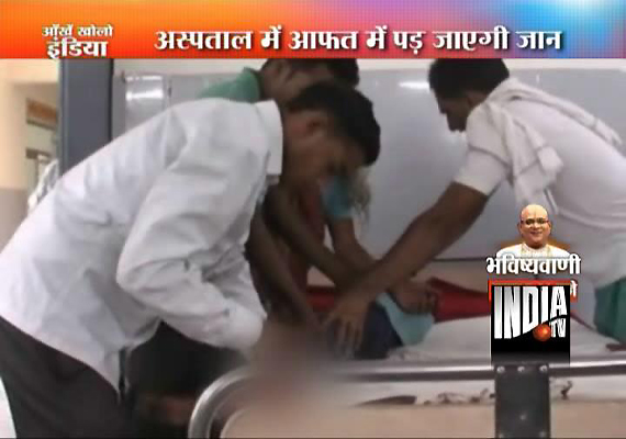 sweeper ward boy do the jobs of doctors in up govt hospital