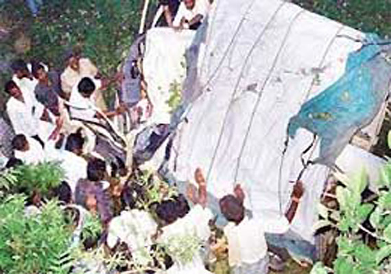 tata magic falls in a pond in samastipur 4 bodies recovered