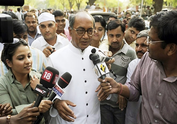 team anna members trying to become power brokers says