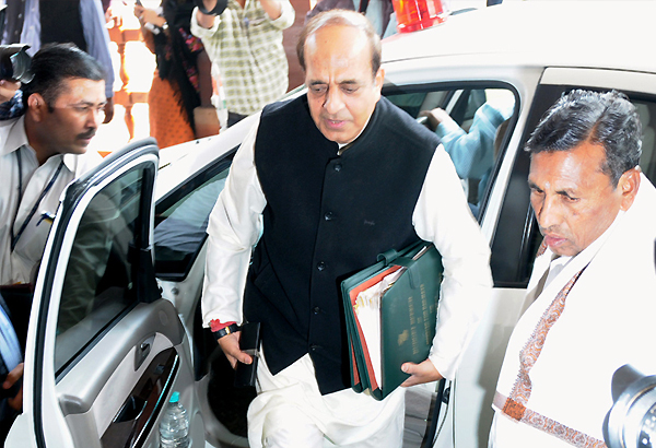 trivedi attends parliament parries questions on resignation