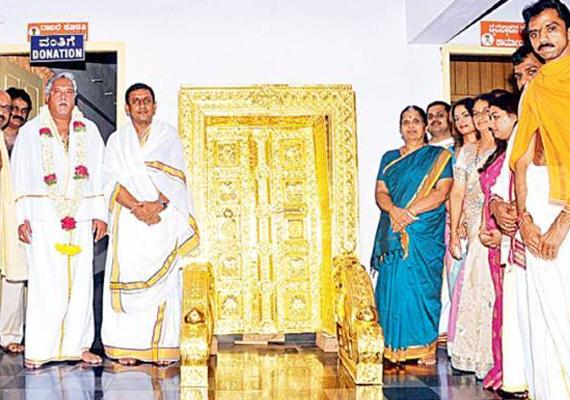 vijay mallya offers 2.5 kg goldplated door to karnataka
