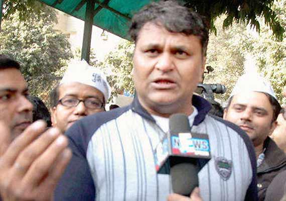 rift in aap mla vinod kumar binny accuses kejriwal of