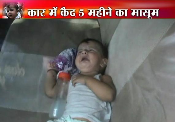 watch how a woman locked her sleeping baby inside a car in