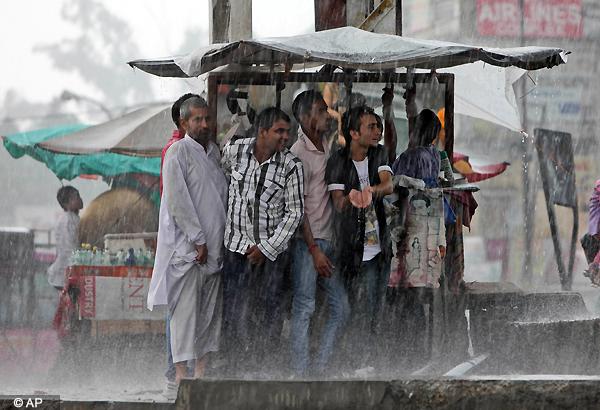 5 killed as heavy rains lash north india