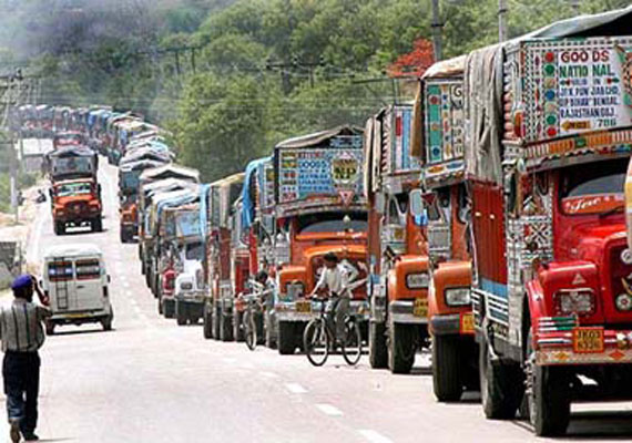 11 dead 32 wounded in kashmir accident