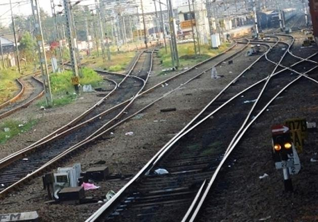 indian railway to lay 7 km tracks per day in 2016 17