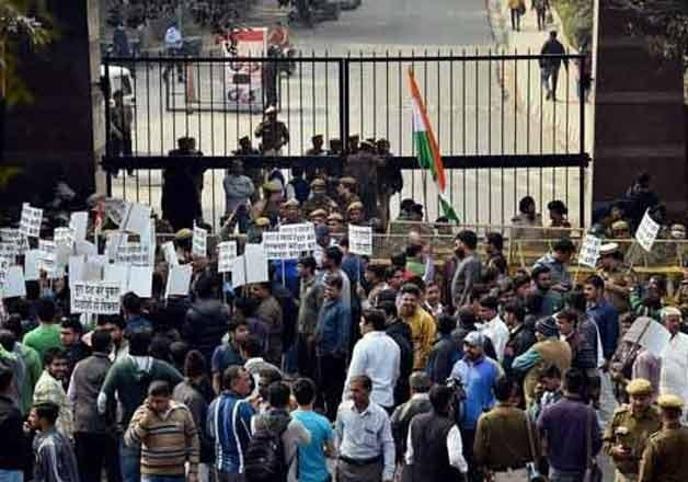 3 jnu students write to delhi police giving contact details