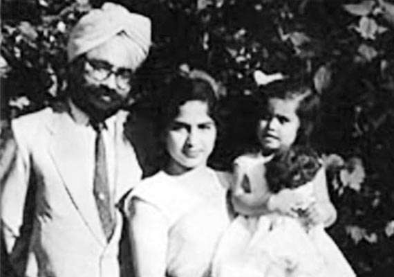 rare pictures of outgoing pm manmohan singh and family