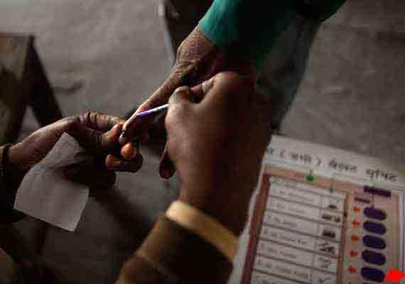 delhi polls long queues ec allows time extension for polling
