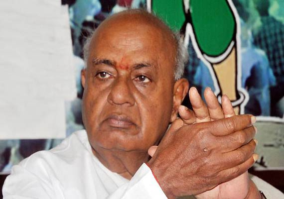 gowda sidesteps query on third front