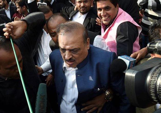 patiala house court scuffle bjp mla op sharma joins probe