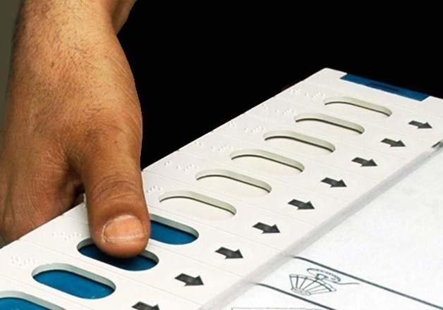 delhi elections 2015 230 crorepatis in fray congress fields