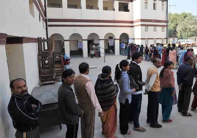 delhi polls polling booths in delhi to be no smoking zones