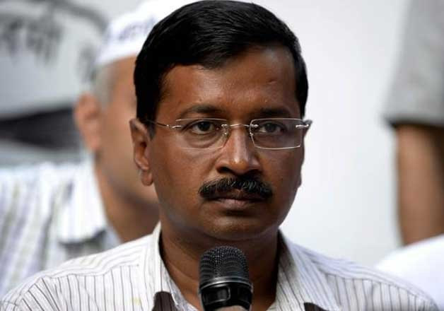 congress gives a duck to kejriwal govt on first anniversary
