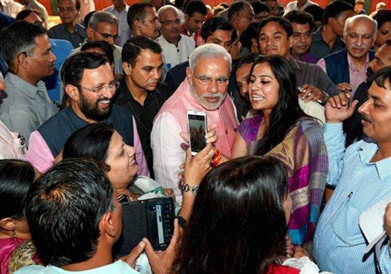 in pics narendra modi meets journalists