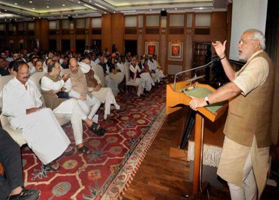 shiv sena praises narendra modi for hosting tea party