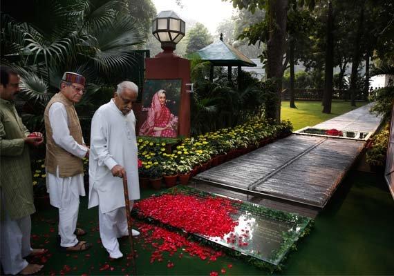 indira s death anniversary congress attacks pm modi