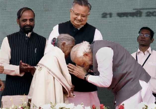 pm modi lauds 104 yr old woman who sold her goats to build