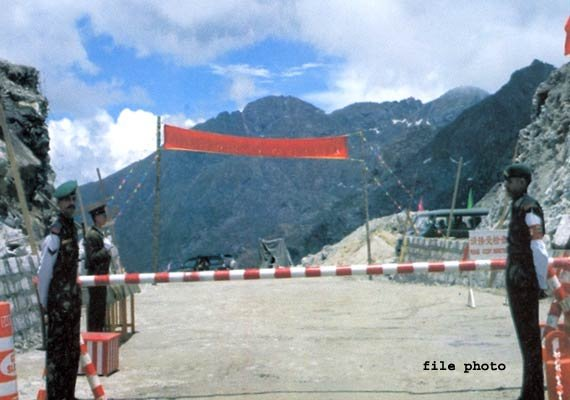 parliamentary committee on defence visits nathula border