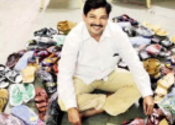 mumbai shiv sena leader gets 800 pairs of shoes as gift