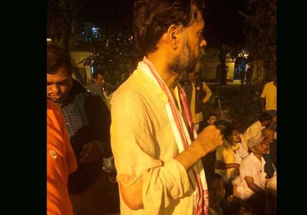 yogendra yadav arrested alleges manhandling by police