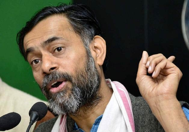 yogendra yadav meets farmers in maharashtra