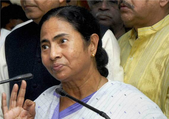 mamata again opposes fdi in retail calls for all party meet