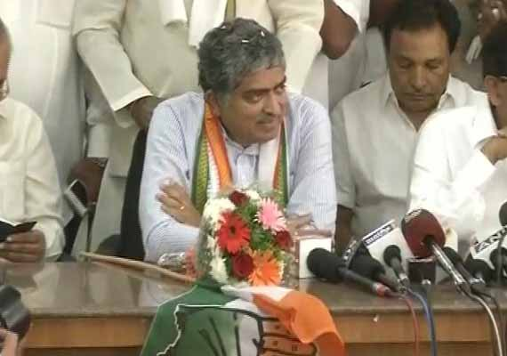 nandan nilekani formally joins congress to contest from