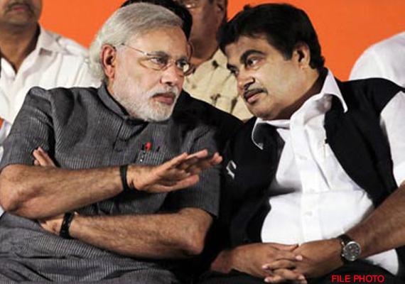 nitin gadkari meets narendra modi in gandhinagar