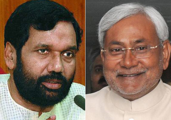 paswan slams nitish for raising lalu s misrule with