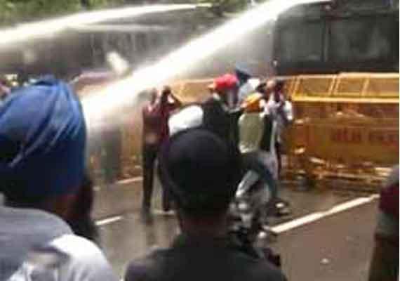 sikhs protest outside congress office over amarinder remark