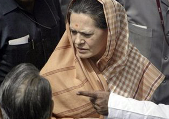 sonia gandhi meets floodhit people in rajasthan