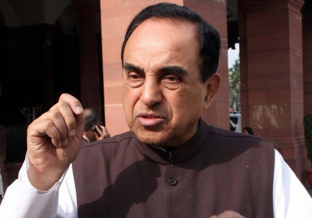 congress attacks subramanian swamy s convoy with eggs ink