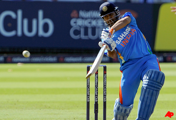 dhoni lone indian to win icc award