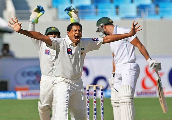 pak vs aus pakistan leads 1st test by 189 after 3 days
