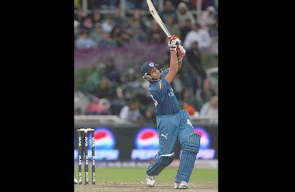 brilliant symonds steer deccan to 10 run win over delhi