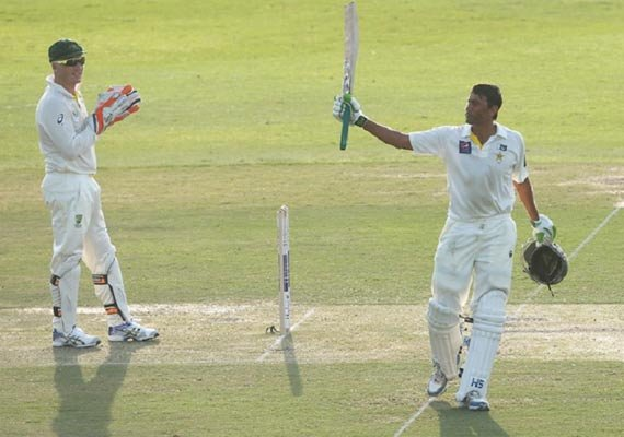 younis khan guides pakistan to 517 4 in 2nd test at tea