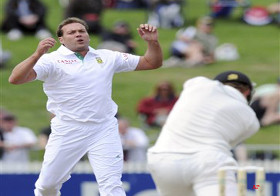 new zealand out for 185 on day 1